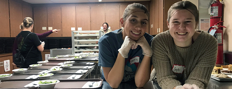Youth ministry serves food for the hungry
